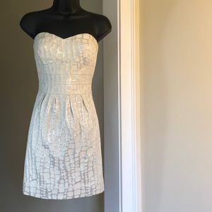 3/$35 AMERICAN EAGLE OUTFITTERS sz 0,2,4 silver